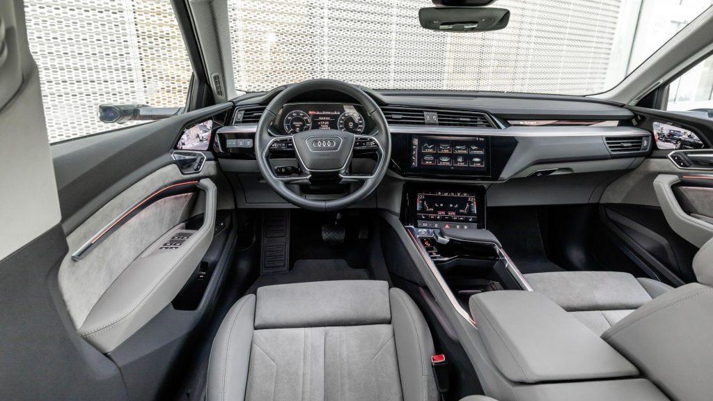 Audi e-tron внутри