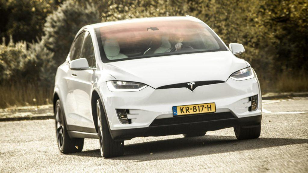 Tesla Model X (белый)